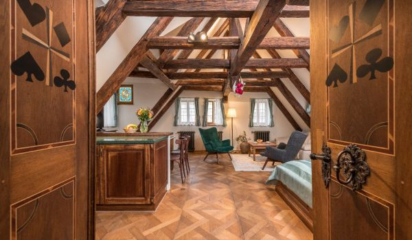 Attic 2 room apartment with Prague Castle view (7)